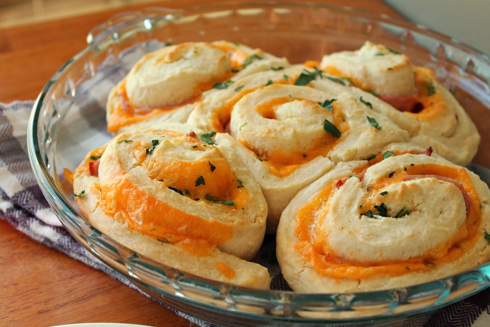 Ham & Cheese Spirals via @labride