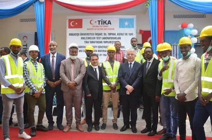 """""""تيكا"""" التركية تفتتح مختبرا بجامعة مقديشو في الصومال"""