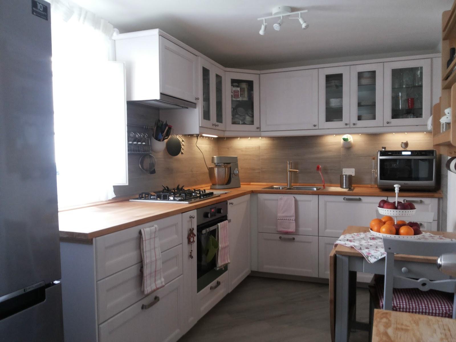 Cucina Ad Angolo Con Finestra Idee Per La Casa Douglasfallscom