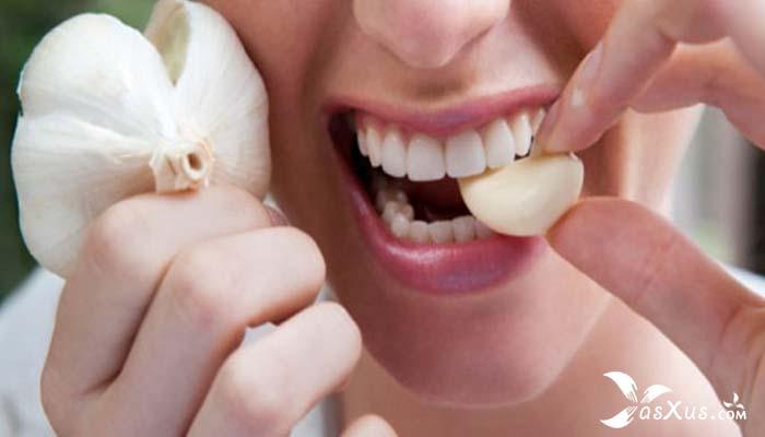 21 Cara Mengeluarkan Ulat Gigi Dengan Bahan Alami dan Tradisional