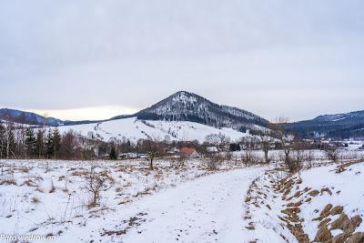 Szlak czarny na północ od Unisławia Śl., zmierzamy do Boguszowa-Gorców