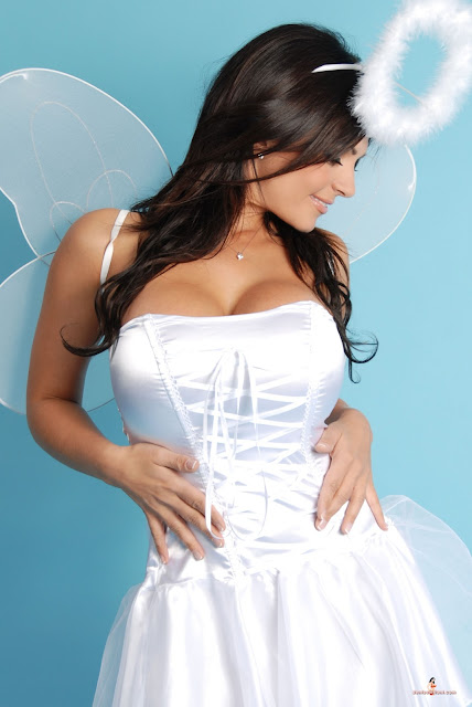 Sexy-Denise-Milani-Angel-HD-Photoshoot-Hot-Picture