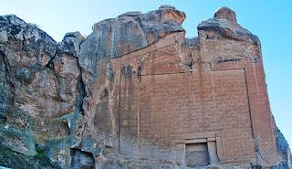 ciudad de Midas puerta similar a la de Hayu Marca