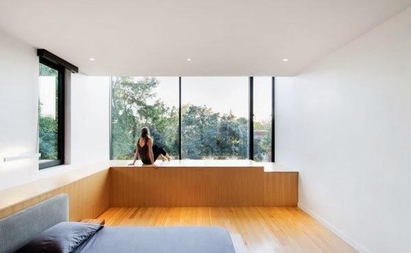 yang telah mengalami renovasi untuk meningkatkan penampilannya Renovasi Rumah Minimalis Dua Lantai