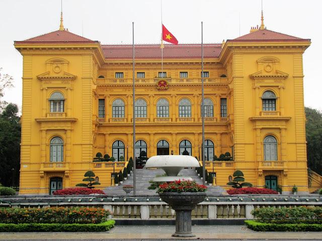 presidents palace hanoi vietnam