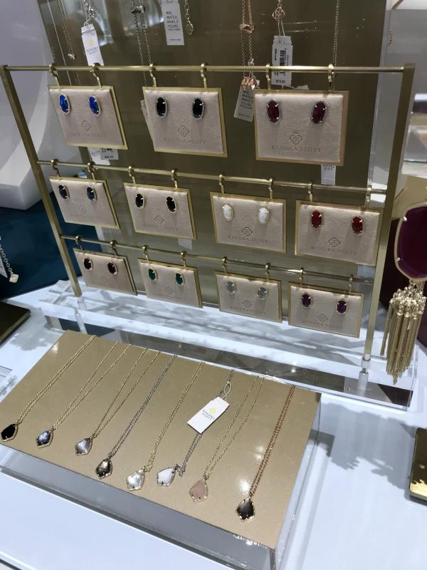kendra scott, kendra gives back, north carolina blogger, style on a budget, fall jewelry