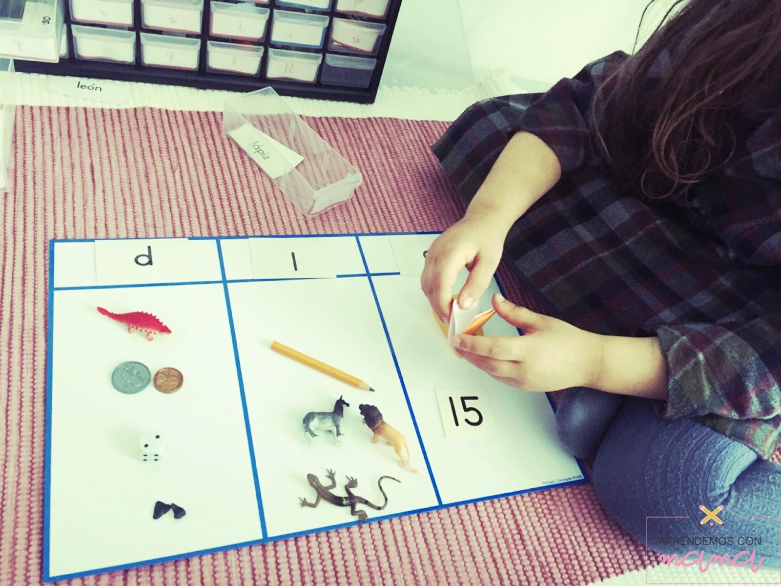 La caja de sonidos Montessori preparada con todas las miniaturas ...