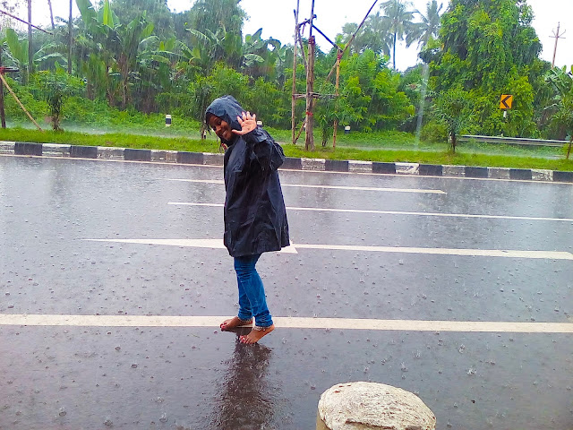 Dace in rain, rain feels like, feel the rain