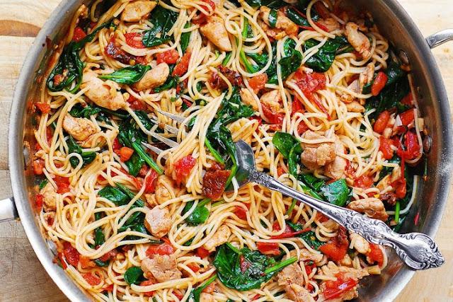 Tomato Spinach Chicken Spaghetti #healthymeal #pasta