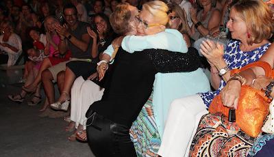 Η Μαρινέλλα απόλαυσε τον Τάκη Ζαχαράτο στην παράσταση «I am what I am (The comeback)» στο Κηποθέατρο Παπάγου στην Αττική, την Παρασκευή 15 Ιουλίου 2016.
