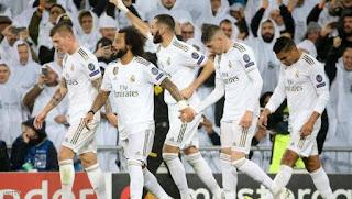 ريال مدريد يحتفل بلاعبي الفريق بعد الحصول على اللقب 22 منذ الإنضمام للملكي