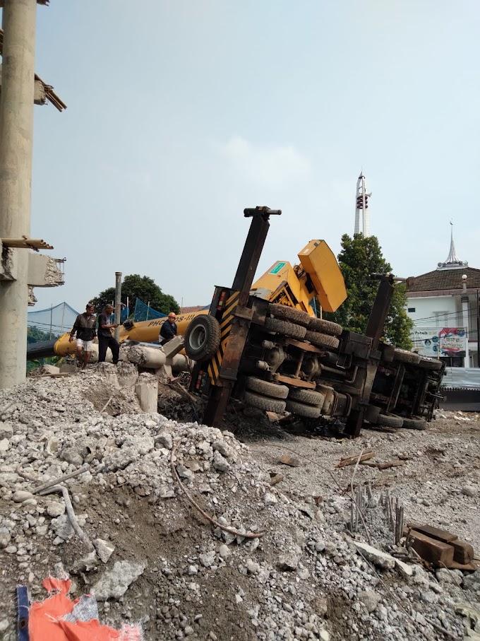 PDAM Depok Minta Maaf dan Akan Bertanggung Jawab Insiden Crane Jatuh