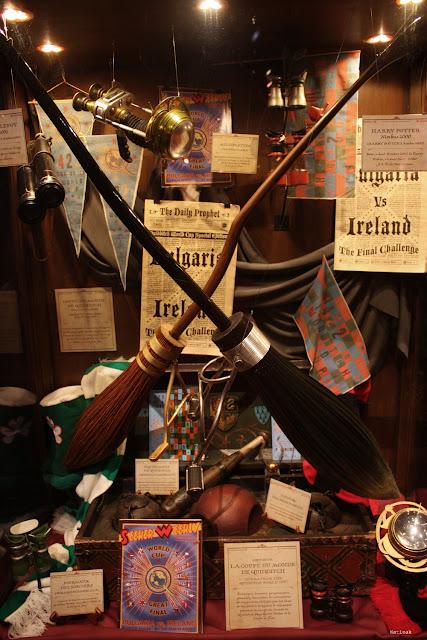 objet de Quidditch, nimbus 2001 et 2000 exposition Harry Potter