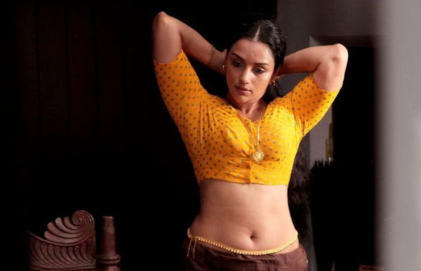 Shwetha Menon HOT Photo Gallery