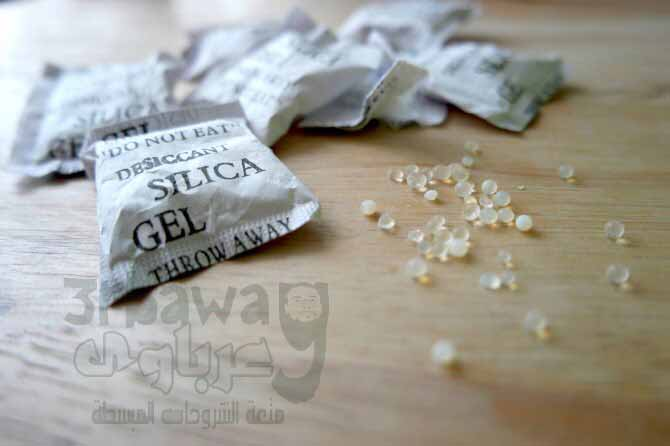 عبر مادة او أكياس السيليكا جل silica gel