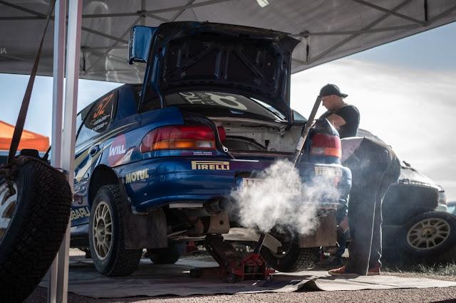 mobil dengan asap