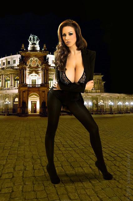 Jordan-Carver-Manege-sexy-photoshoot-hd-hot-image-15