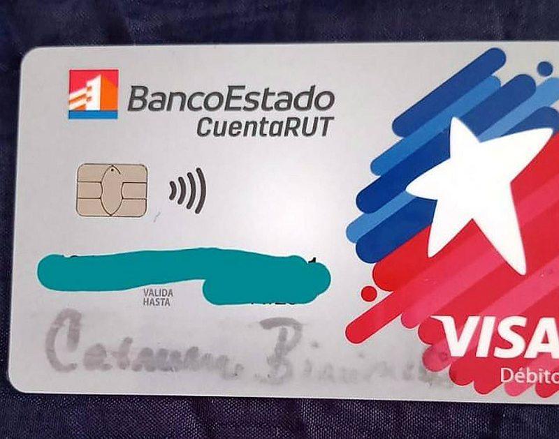 Usuaria que recibió tarjeta CuentaRut escrita a mano