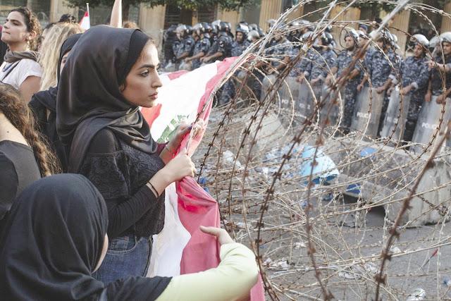 Lübnan ve Irak'ta neler oluyor?.