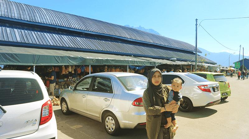 Bersama kereta sewa saga flx auto di nabalu market kundasang sabah