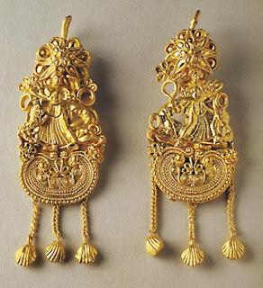 fd729f383bf Όλα ήταν κατασκευασμένα με τέχνη περισσή, κατεργασμένα στο χέρι από χρυσό,  άργυρο και μπρούντζο.