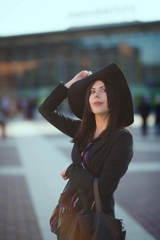 kapelusz z szerokim rondem | blog modowy kapelusz | stylizacja z kapeluszem | Manufaktura