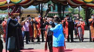 Bupati dan Wakil Bupati Samosir Syukuran dengan Acara Adat Batak