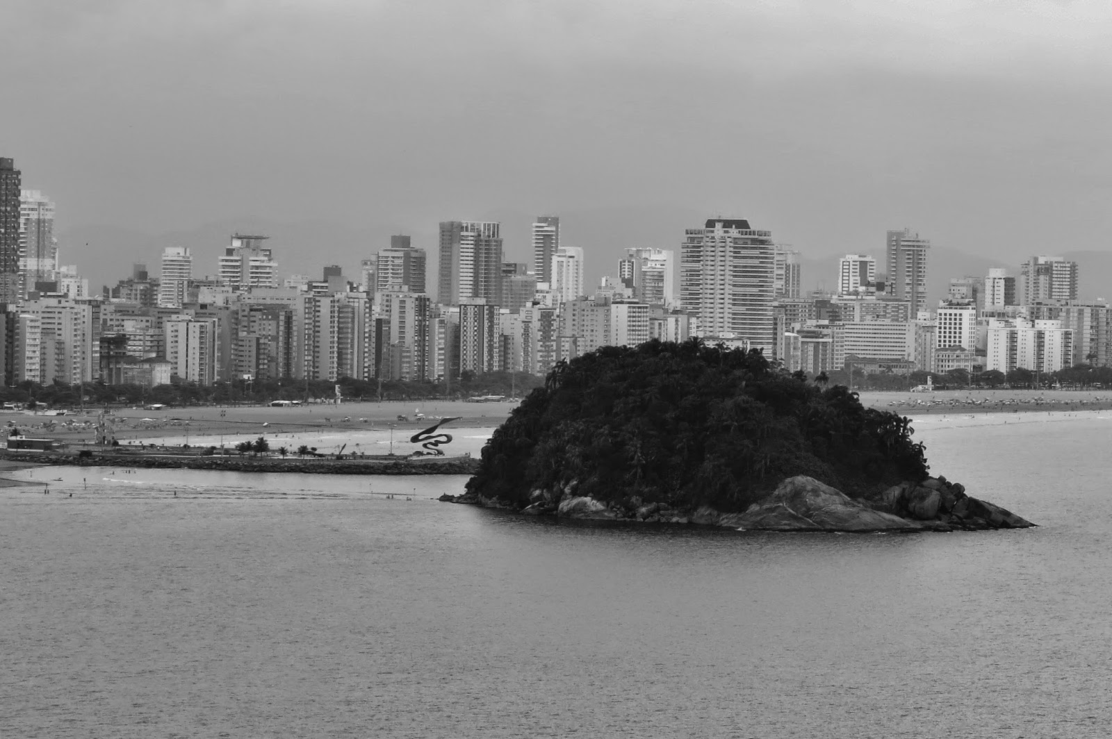 Vista da Ilha Porchat para as cidades de São Vicente e Santos