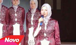 Foto-Selma-Bekteshi-Bernyanyi-bersama-Medreseja