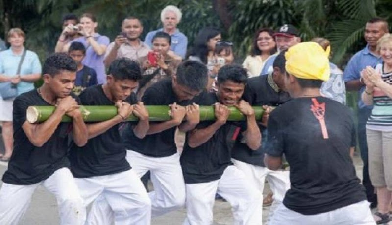 Yuk, Lihat Tarian Bambu Gila di Perkemahan Pramuka Madrasah Nasional 2016