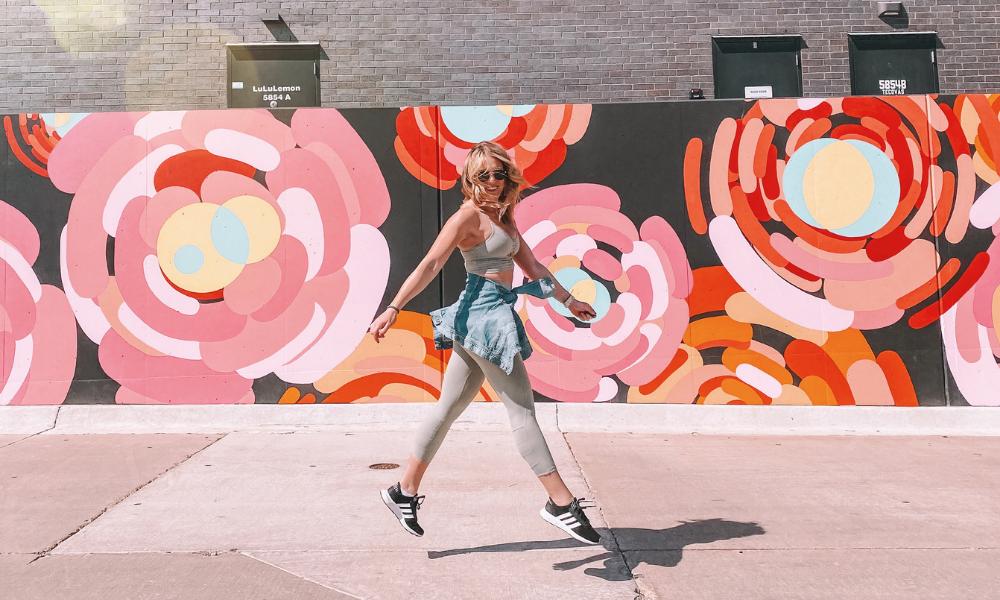 Oklahoma influencer @AmandasOK sports her Athleta set while shopping at Classen Curve