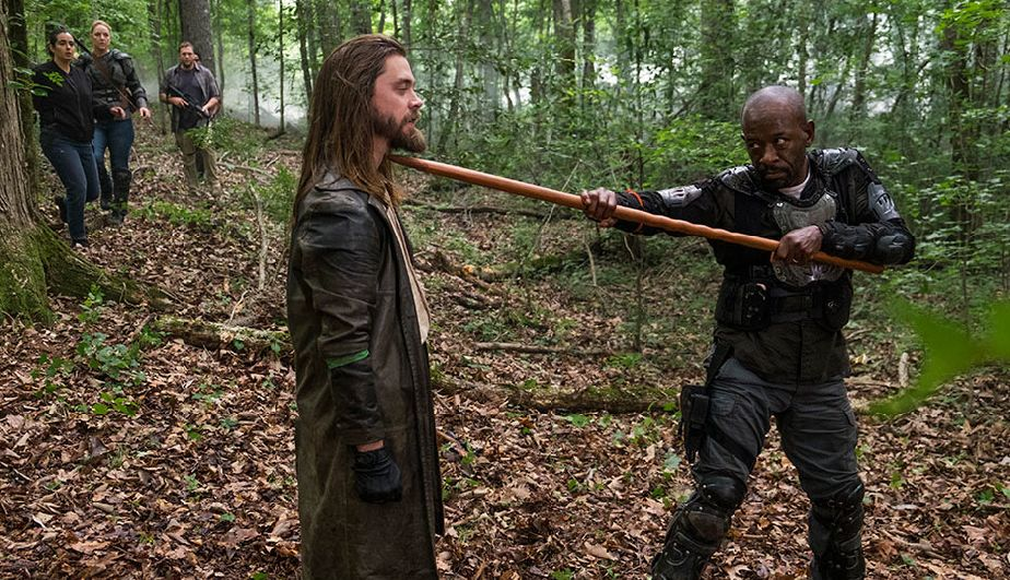 Morgan y Jesus en el episodio 8x03 de The Walking Dead