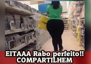Mulher da bunda perfeita no shopping