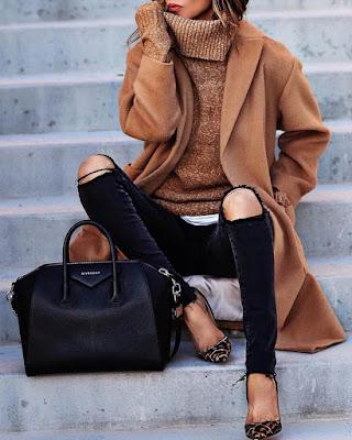 outfit con gabardina beige de invierno