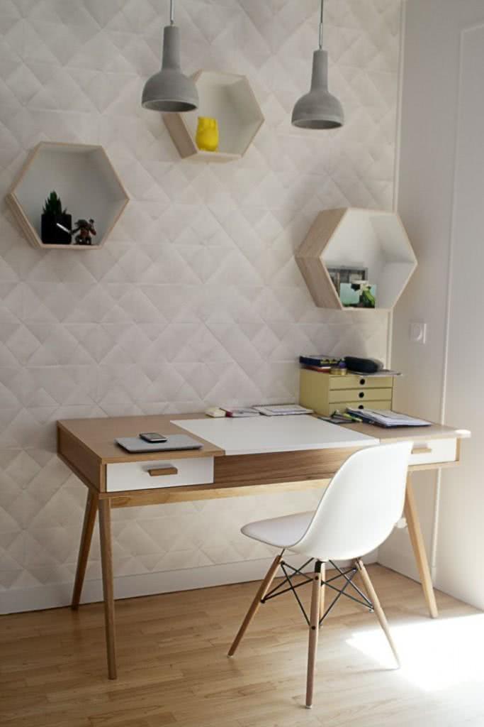 Light office with light wood