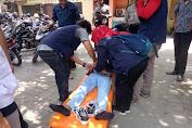 Ditembak Gas Air Mata Peserta Demo Tumbang