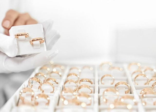 Transaksi Perhiasan Di Internet