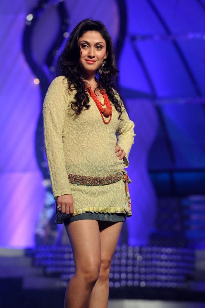Maa cinema awards 2012 best actress / Accidental tourist
