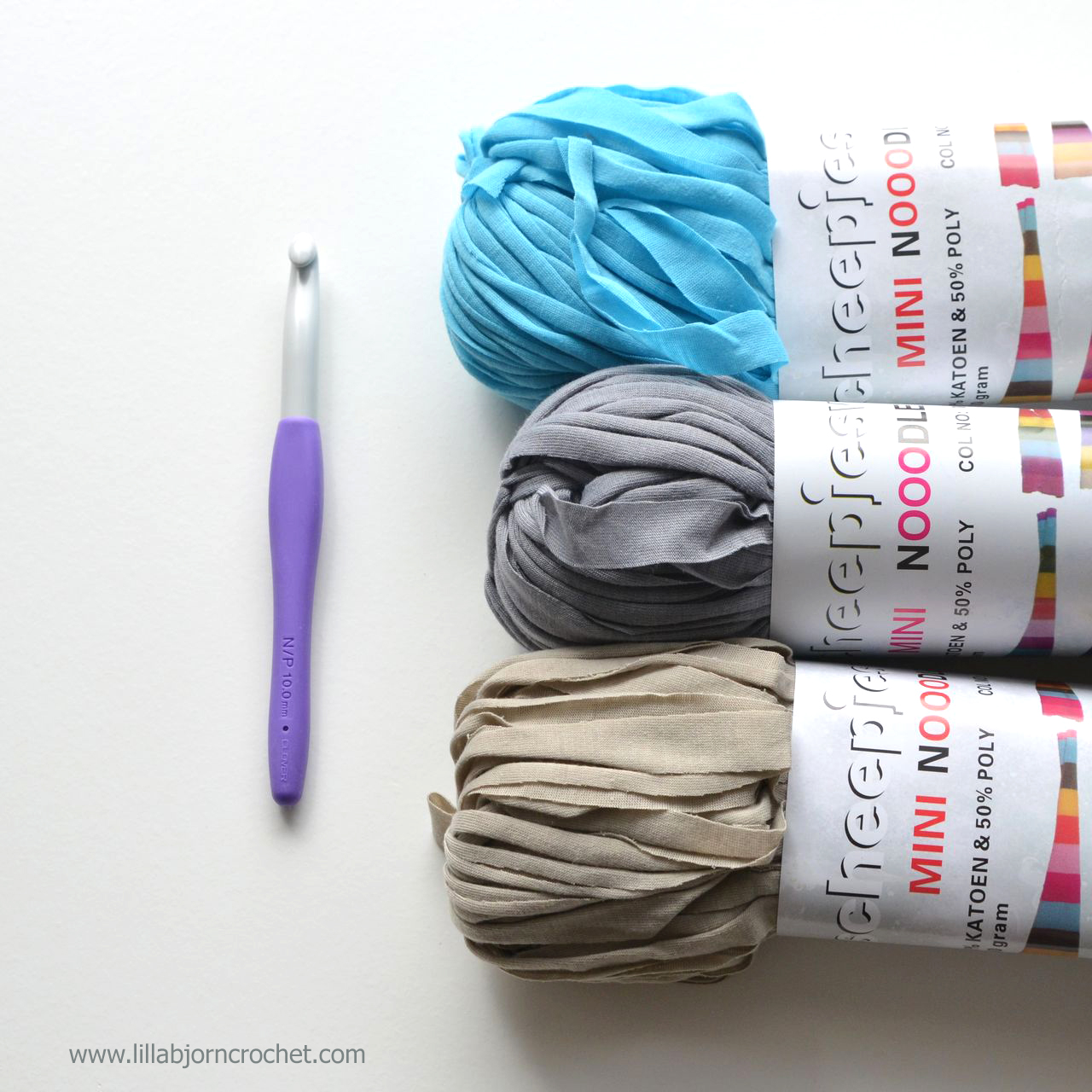 Mini Nooodle yarn by Scheepjes is a mini version of a regular T-shirt yarn. Review by Lilla Bjorn Crochet