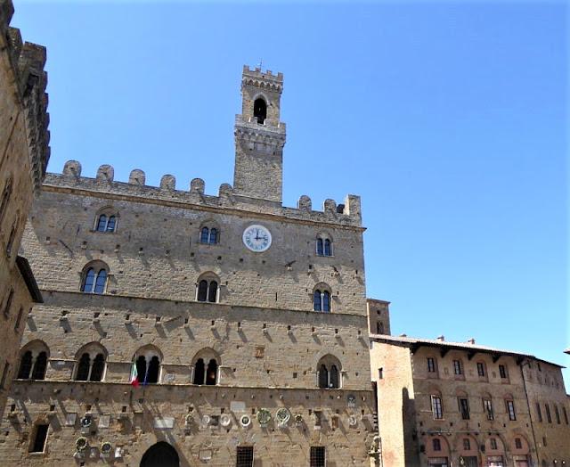 palazzo dei priori a Volterra