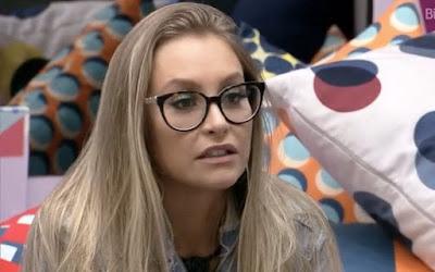 Carla se irrita com cobrança de Arthur – Boninho debocha de expressões de Lumena