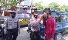Patroli Dialogis, Sat Samapta Polres Sidrap Edukasi Prokes Serta Bagikan Masker Ke Warga