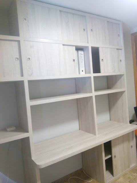 Librería con mesa de estudio a medida en Zaragoza