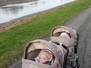 jumeaux-jumelles-promenade-sorties-poussette double-conseils