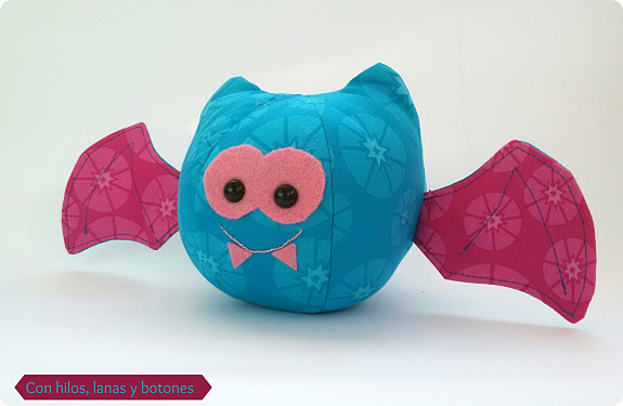 Con hilos, lanas y botones: Pinkie, the bat (Bewitching Bats)