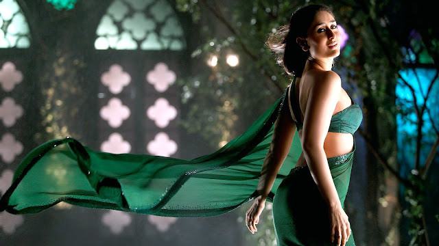 Kareena Kapoor Wallpaper in Hot green saree