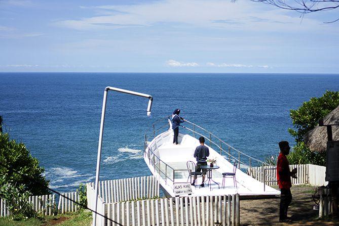 Spot foto berbentuk kapal di Teras Kaca