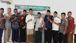 KTI pengurus KTI Pratim berfoto bersama anggota dewan dan kades usai launching program Jum'at bersatu padu