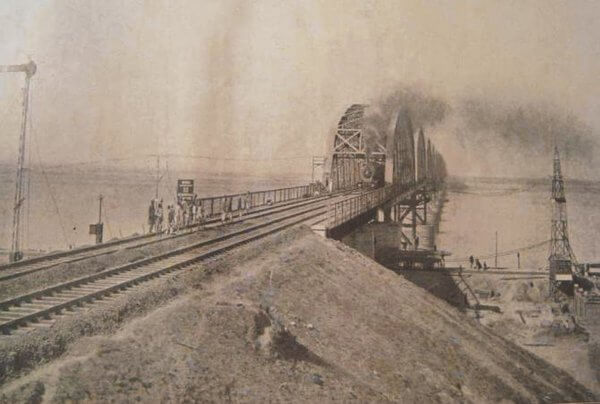 Harding bridge was opened for public in 1915