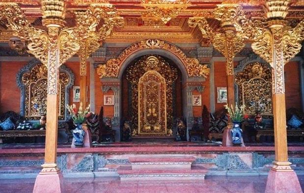 Rumah Adat Bali (Gapura Candi Bentar)